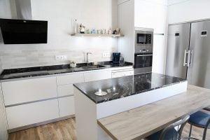 decorar cocinas pequeñas y estrechas