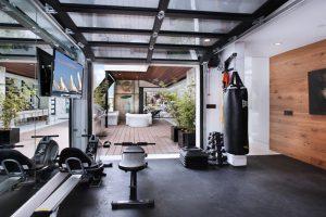 como hacer gimnasio en casa para hombres