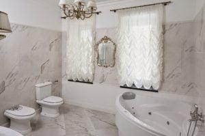como decorar un cuarto de baño clasico