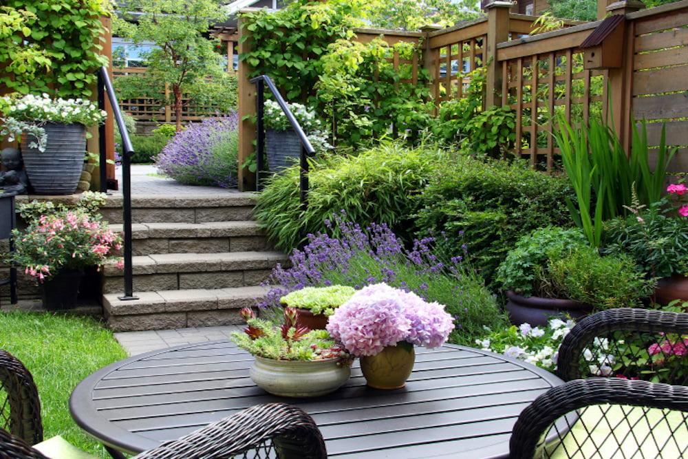 decorar un jardin pequeño