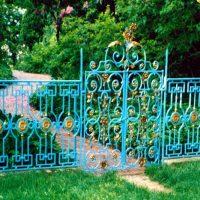 ideas para vallas de forja para tu jardín