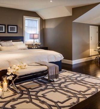 usar el color marrón chocolate y beige en el dormitorio