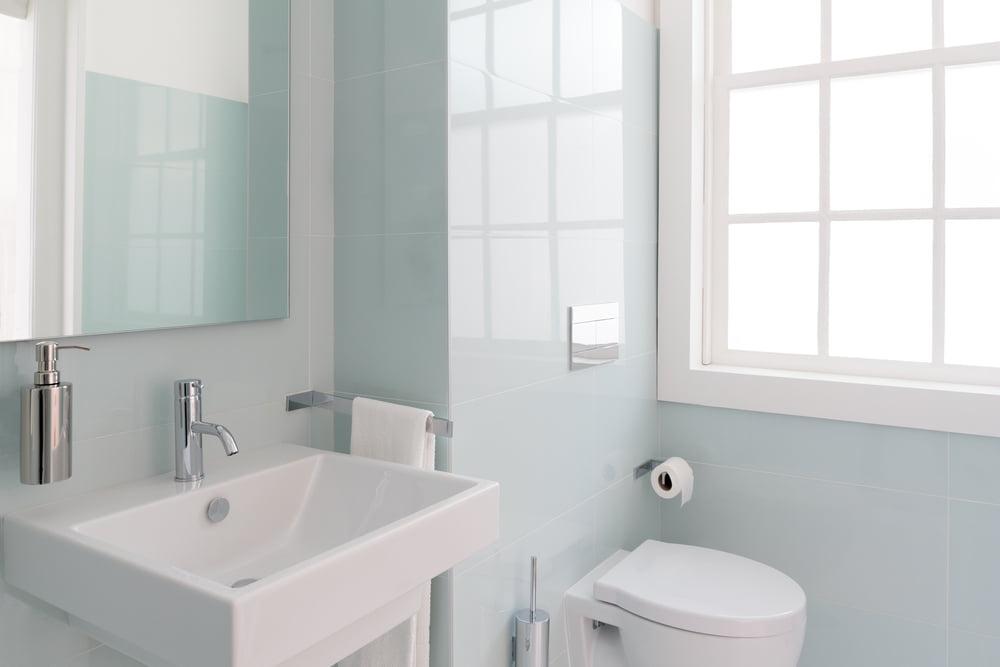 8 colores perfectos para baños pequeños